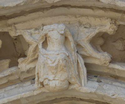 Poitiers, portail de Sainte-Radegonde, le Christ de la clef