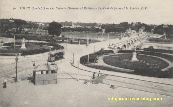 Tours, les statues de Rabelais et Descartes à leur ancien emplacement
