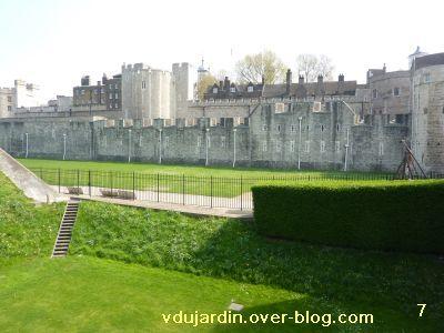 Londres, 17 avril 2011, défi APN escaliers, 7, dans les douves du château