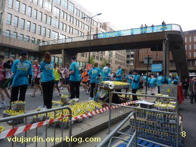 Londres, 17 avril 2011, défi APN escaliers, 8, passerelle sur le marathon