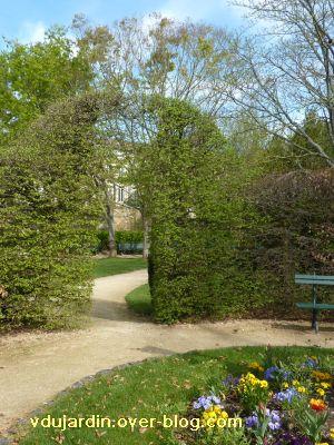 Poitiers, 2 avril 2011, 8, pont végétal à Blossac, avec nouvelles feuilles