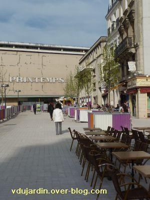 Poitiers, 2 avril 2011, coeur d'agglomération, pavage près de l'hôtel de ville devant les bistrots
