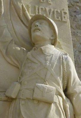 Le monument aux morts de Ligugé, 4, détail du soldat