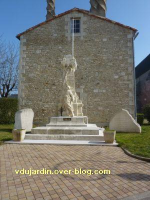 Le monument aux morts de Ligugé, 1, vue générale