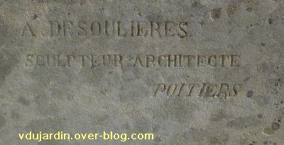 Le monument aux morts de Ligugé, 2, la signature d'Albert Deshoulière