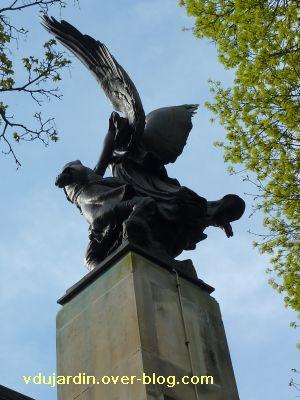 Poitiers, le monument aux morts de 1914-1918, 6, de dos