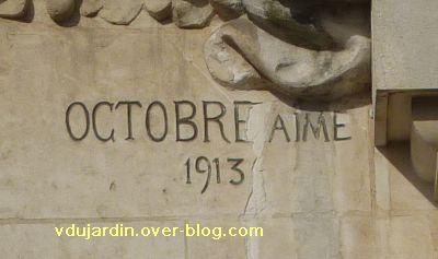 Poitiers, complément de la grande poste, 2, signature du sculpteur Octobre