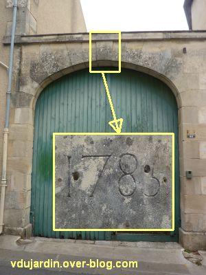 Poitiers, date de 1785 sur un porche rue des Carmes