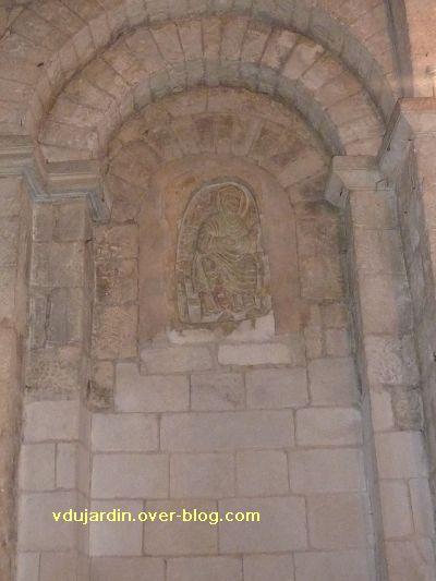 Poitiers, relief sous le clocher de Sainte-Radegonde : Radegonde vue de loin
