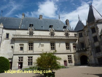 Chaumont-sur-Loire, 2, la cour du château