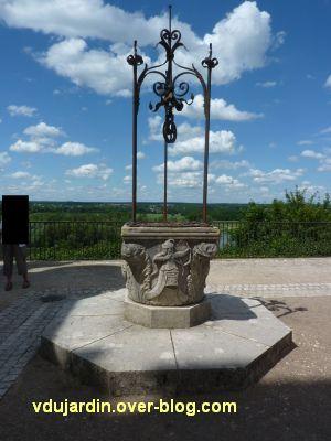 Chaumont-sur-Loire, 3, le puits dans la cour du château