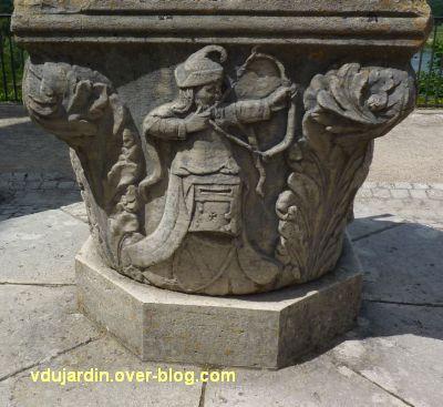 Chaumont-sur-Loire, 4, un archer sur le puits