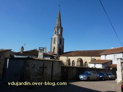 Confolens, l'église Saint-Maxime, 5, l'élévation sud et le clocher