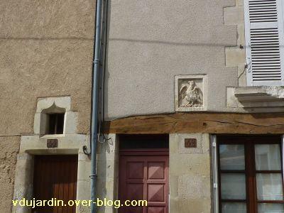 Poitiers, l'enseigne au phénix sur la façade de la maison
