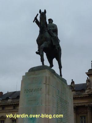 Paris, monument de Joffre par Réal del Sarte, 1, de face devant l'école militaire