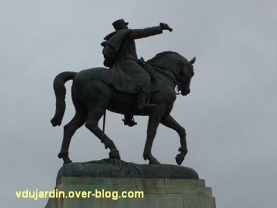 Paris, monument de Joffre par Réal del Sarte, 3, du côté gauche