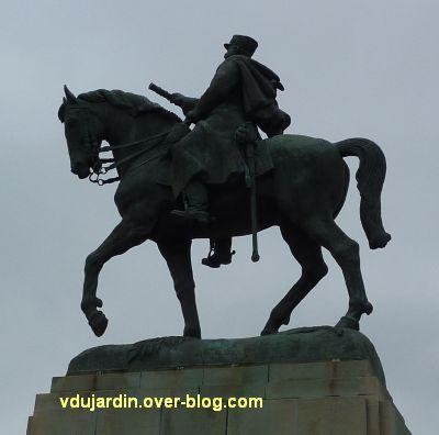 Paris, monument de Joffre par Réal del Sarte, 6, le monument vu de gauche