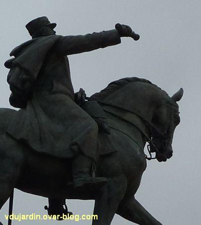 Paris, monument de Joffre par Réal del Sarte, 7, l'avant du cheval et le maréchal (côté droit)