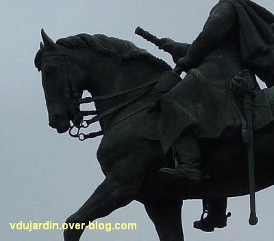 Paris, monument de Joffre par Réal del Sarte, 8, l'avant du cheval, côté gauche