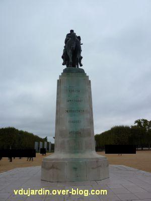 Paris, monument de Joffre par Réal del Sarte, 9, le monument vu de dos