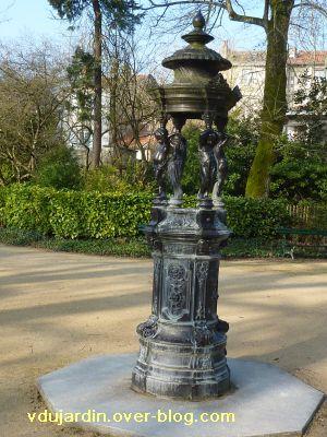 Le 29 janvier 2011 à Poitiers, 3, la fontaine aux amours de Durenne dans le parc de Blossac