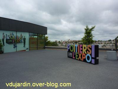 Poitiers l'expo, sur la parvis du TAP