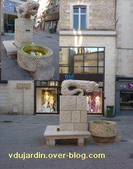 Poitiers, fontaines, 13 mai 2011, 5, devant Saint-Porchaire