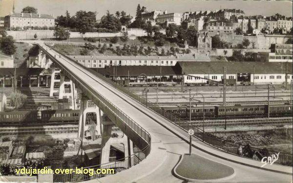 Poitiers, la Grande Passerelle, 4, vue ancienne, vers la ville