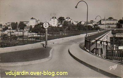 Poitiers, la Grande Passerelle, 5, vue ancienne, vers la ville