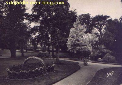 Poitiers, le jardin des plantes, carte postale ancienne, 7, les parterres