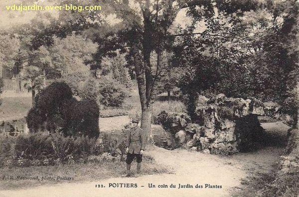 Poitiers, le jardin des plantes, carte postale ancienne, 1, devant la rocaille