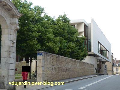 Poitiers, la médiathèque, 2, le long de la rue de l'Université, côté nord