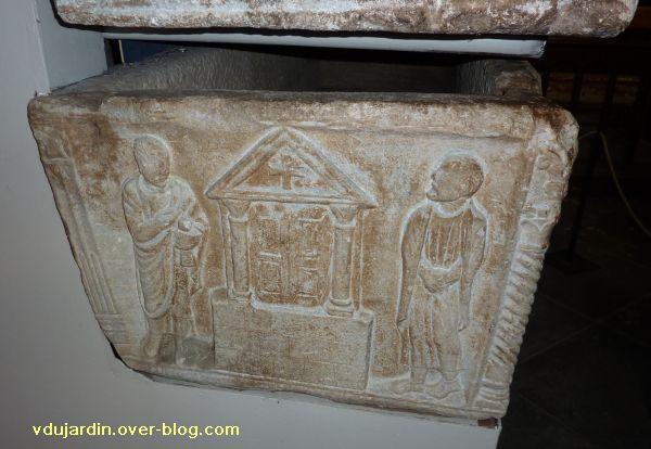 Toulouse, le sarcophage dans l'église Saint-Sernin, 04, le petit côté gauche (tombeau du Christ)