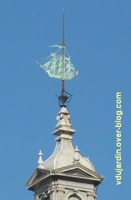 Défi photo, du bois, La Rochelle, 12, girouette bateau sur la grosse horloge