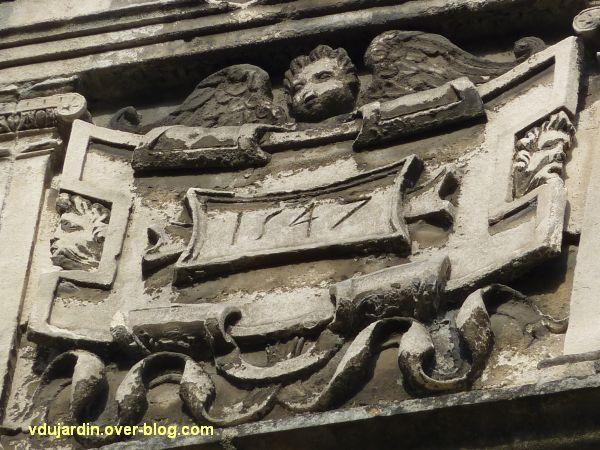 Poitiers, hôtel particulier rue de l'Ancienne comédie, 3, détail de la lucarne avec la date 1547