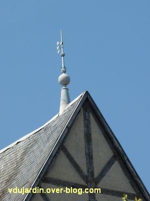 Poitiers, des girouettes, 04, la girouette sur une maison à pan de bois place du marché