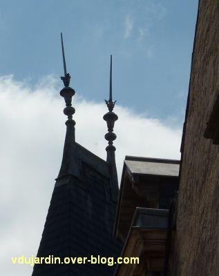 Poitiers, des girouettes, 13, les paratonnerres côté rue du Renard de l'hôtel de Beaucé