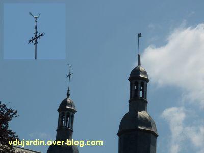 Poitiers, des girouettes, 15, les deux clochetons du collège Henri-IV