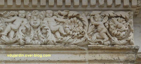 Poitiers, façade de Saint-Jean-de-Montierneuf, 12, la partie droite du linteau