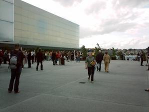 Le parvis du théâtre auditorium de Poitiers