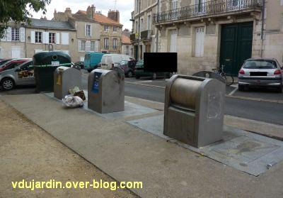 Poitiers, poubelles, juin 2011, 2, point de collecte de secours, place de la Liberté