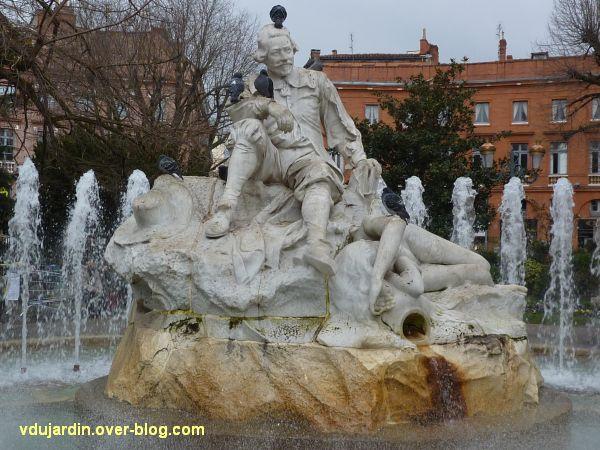 Toulouse, place Wilson, le monument à Goudouli par Falguière, 1, vu de face