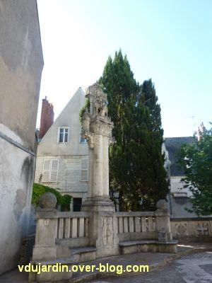 Tours, la charité de saint Martin par Varenne, 3 bis, le monument, vue générale rapprochée