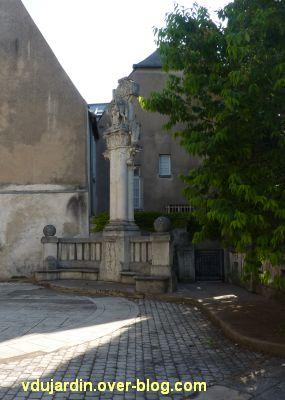 Tours, la charité de saint Martin par Varenne, 1, vue de loin