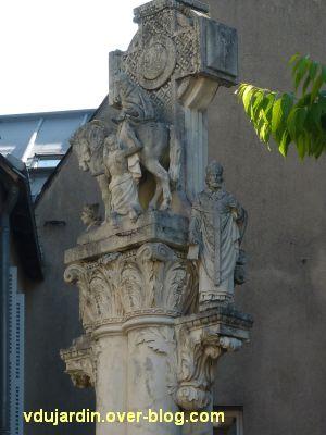 Tours, la charité de saint Martin par Varenne, 4, le groupe sculpté de la Charité en haut