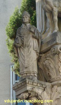 Tours, la charité de saint Martin par Varenne, 7, l'évêque à gauche