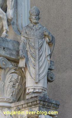 Tours, la charité de saint Martin par Varenne, 8, l'évêque à droite