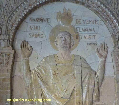 Tours, dans la basilique, la messe de St Martin par Alaphilippe, 08, détail de Martin et inscription