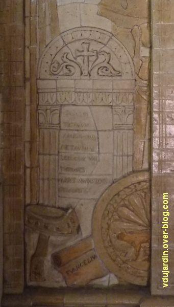 Tours, dans la basilique, la messe de St Martin par Alaphilippe, 11, détail de l'autel