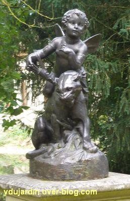 Poitiers, parc de Blossac, amour sur une lionne de Durenne, 1, de face
